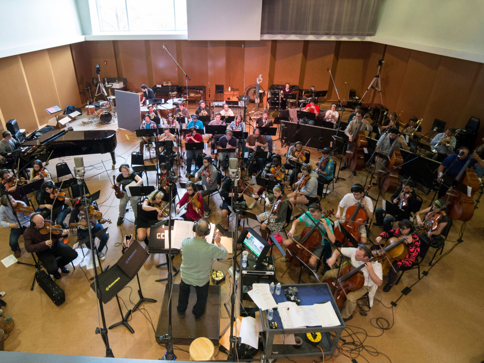 Overhead shot of full symphonic band and instructor in the Niemeyer Center at the Oregon City campus